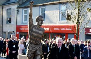 Άγαλμα του Bobby Lennox στο Saltcoats